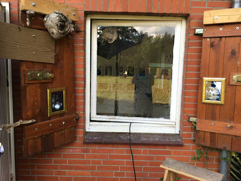 """Fenster vor """"Bilder von unterwegs"""" - Frank Siemers, 2017"""